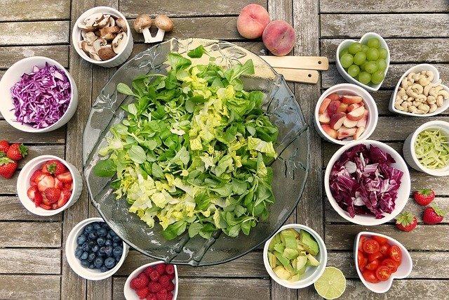 ירקות ופירות בשלל צבעים